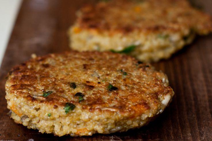 Denise hat ein Burger-Rezept für Vegetarier und eingefleischte Burger-Fans. Burger-Patties aus Quinoa sind lecker und gesund.
