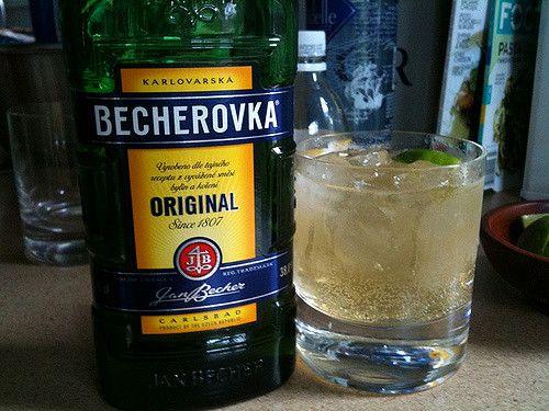 oooh na tieto horúce dni bude Becherovka s ladom najlepšia!  http://www.svetnapojov.sk/znacka-Becherovka
