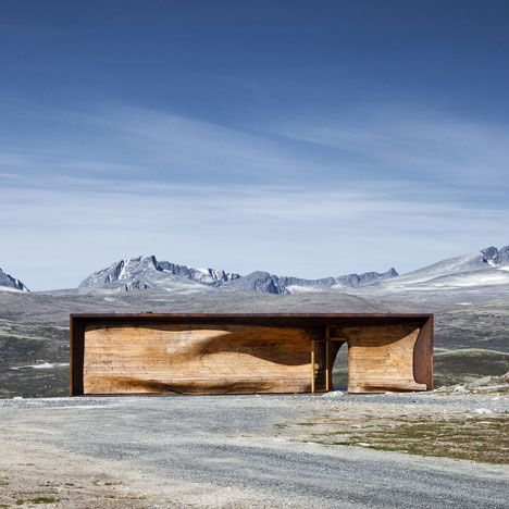 The rippled timber core of this reindeer observation pavilion by architects Snøhetta mirrors the curves of the surrounding Dovre Mountains in Norway. Above: photograph is by diephotodesigner Named the Norwegian Wild Reindeer Centre Pavilion, the building is used as an education centre by charity the Wild Reindeer Foundation. A rectangular steel frame contains the pavilion and