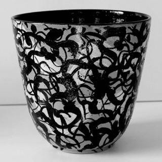 See the best exciting medias taken by Annette Sjølund (annettesjoelund) | #ceramics #contemporaryceramic #artexhibition #arts #annettesjølund #keramik #keramika #mønster#deko#skål#keramikskål ##værksted #workingwithceramics #ceramicbowl #samtidskunst #samtidskonst #samtidskonstnär #keramikværksted #danskkunst #keramikserie #stentøj #begitning #begittetskål