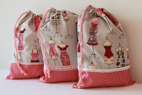 Mon sac à lingerie so girly... A girly bag for your dessous chics / fine lingerie    http://www.alittlemarket.com/autres-sacs/sac_pochette_a_lingerie_elegante_et_girly-2546067.html