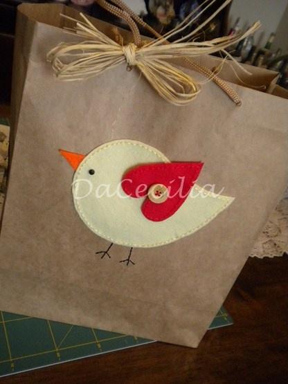 Embalagem de presente de bebê - aplicação de feltro em papel craft