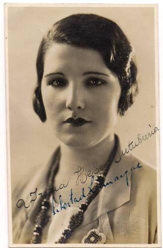 Argentinian actress Libertad Lamarque. 1920s.  Mi abuelita se parece tanto a ella.
