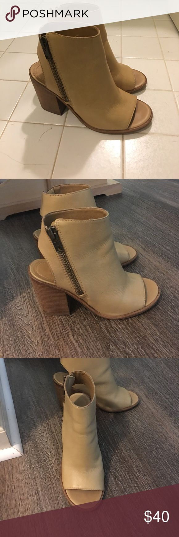 Steve Madden Terra bootie Tan, size 8. In great shape. Leather Steve Madden Shoes Ankle Boots & Booties