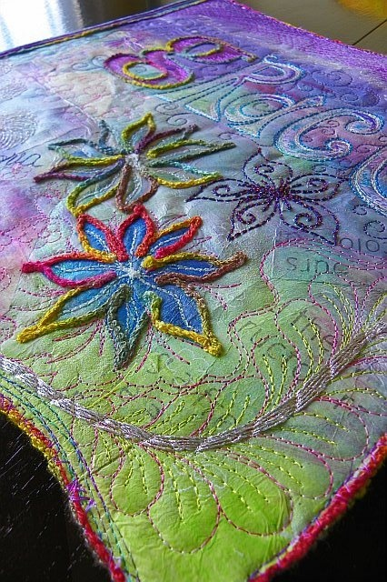 quilt, yarn couching ... This is beautiful!! I love it, looks like it could be difficult, really need to get into quilting