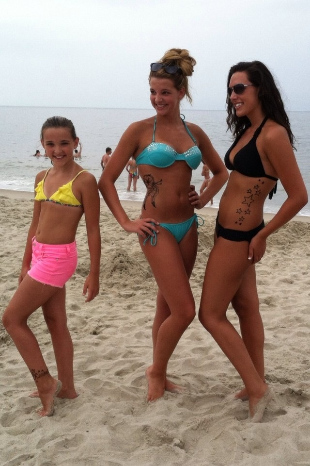 Kendall With Older Sister Ryleigh And Charlie Moms Sisters