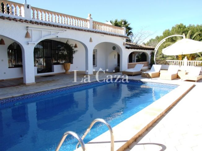 Casa Louisanna is 2 km away from the beach and centre of Moraira.