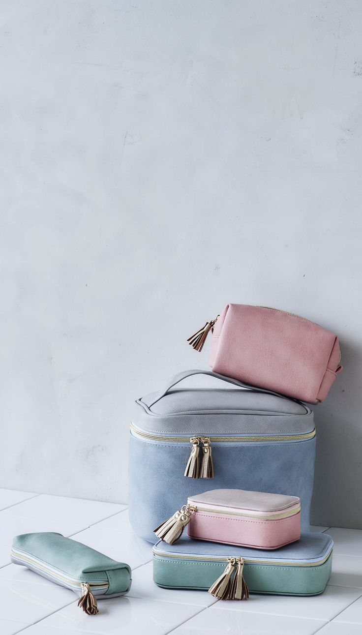 Be get-away ready with the Nellie Travel Small Cosmetic Case.
