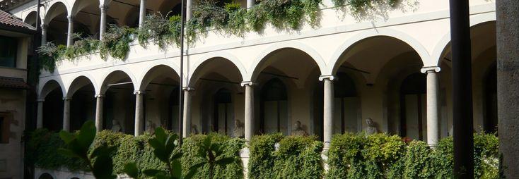 Biblioteca Ambrosiana - Public Building in Milan - Thousand Wonders