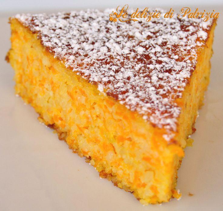 500 g di carote 300 g di mandorle 180 g di zucchero 4 uova 50 g di olio 1/2 bacca di vaniglia 1 lime 1/2 bustina di lievito q.b. zucchero a velo vanigliato (per la copertura) Preparazione:prerisca…