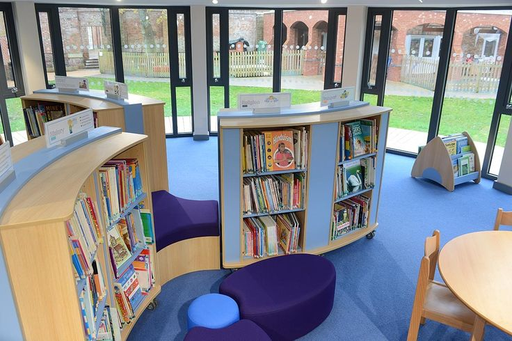 Curved mobile bookcases in a primary school library