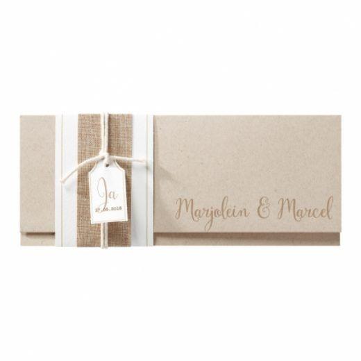 Trouwkaart Hippe trouwkaart op kraftpapier met jute wikkel en canvas koordje