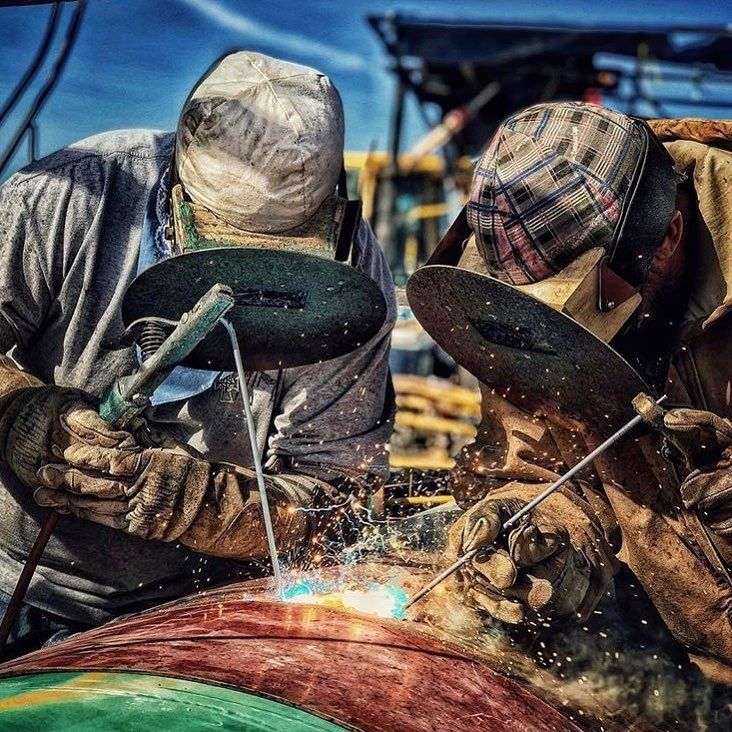 Reposted from @welderdaily    Building America!  #Construction #constructionworker #constructionsite #weldporn #welder #welding #maga #build #makeamericagreatagain #america #ironworker #union #unionpride #electrician #carpentry #carpenter #crane #equipmentoperator #plumber #pipefitter #mason #masonry #apprentice #journeyman #f4f #photooftheday