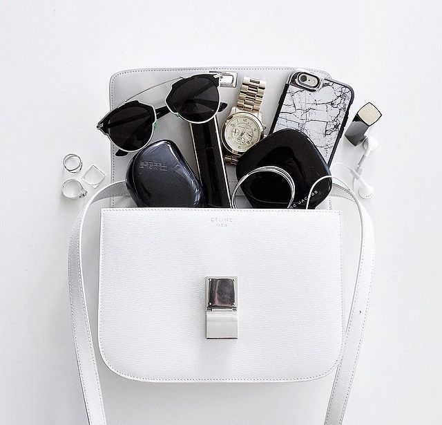 I wish the contents of my bag looked this beautiful. (Need to clear out those receipts) // Double tap if you agree.
