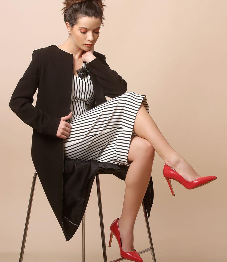Stripe dress, red stiletto & a comfy jacket! Spring17 | YOKKO #casualoutfit #elegant #jacket #stripes #dress #black #spring17 #fashion #yokko