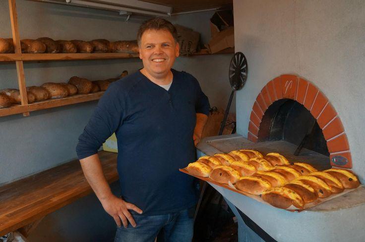 Vi har eget bakeri på Verftet hvor du kan kjøpe nybakt brød om sommeren / On Verftet we have our own bakery who delivers fresh bread in the summer.