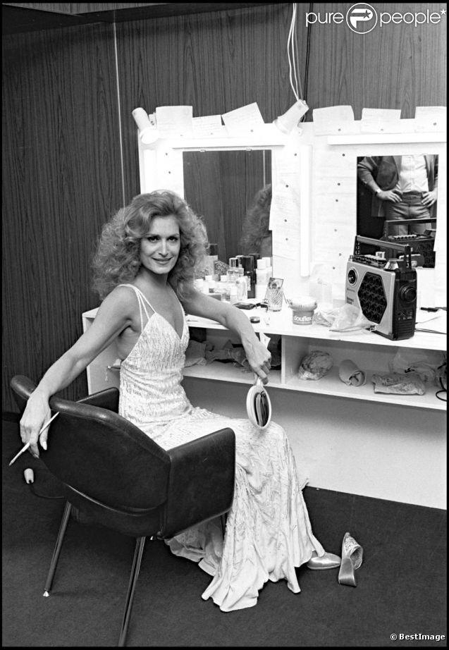 Dalida en loge. En 2012, 25 ans après son suicide dans la nuit du 2 au 3 mai 1987, Dalida continue de passionner et de renvoyer l'image d'une diva aux airs de femme fatale. Sa facette intime, celle de la femme désespérée, reste à découvrir...