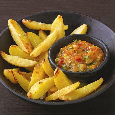 Kartoffel-Wedges mit Mango-Tomaten-Salsa