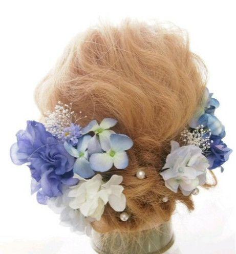 ブルーをグラデーションにしたヘッドドレスです!かすみ草のみ→プリザーブドフラワーダリア、紫陽花、小花→アーティシャルフラワーとなります!一本一本バラバラにしてありますので、お好みにあわせてアレンジできます!打ち合わせ、前撮り、当日、二次会まで、何度でもご使用できます♡※ご覧になっている環境により、色合いが若干異なって見える場合がございます。ご了承ください。