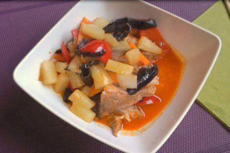 Słodko Pikantna Wieprzowina to danie w Koreańskim stylu. Danie przygotowane przez blogera Dziki Chili