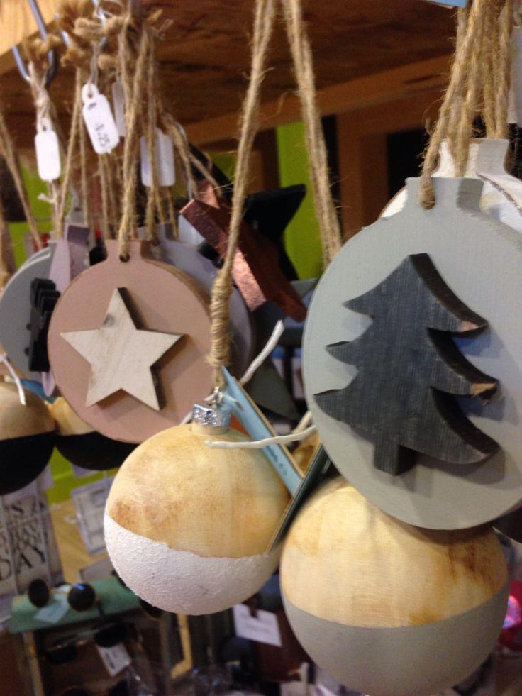 Prachtige houten kerstballen van Uneverknow.