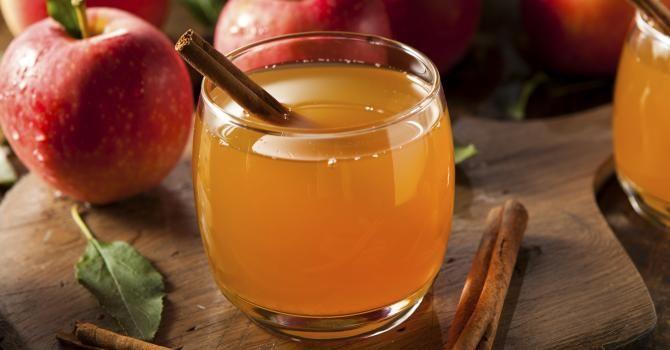 Recette de Jus de pomme chaud brûle-graisse au miel et à la cannelle. Facile et rapide à réaliser, goûteuse et diététique.