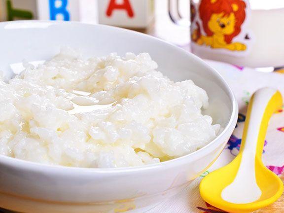 Kleinkinder sollten Reisprodukte nur in Maßen essen. Grund dafür ist der Gehalt an anorganischem Arsen in Reis, was Krebserkrankungen begünstigen kann.