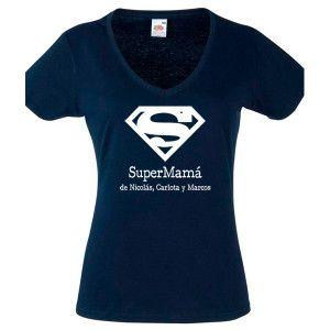 """Regalos para una super madre, estás casado con una superwoman que llega a todo: trabajo, niños, casa… pues éste es su regalo, la camiseta de """"super mamá"""" con el nombre de todos los niños."""