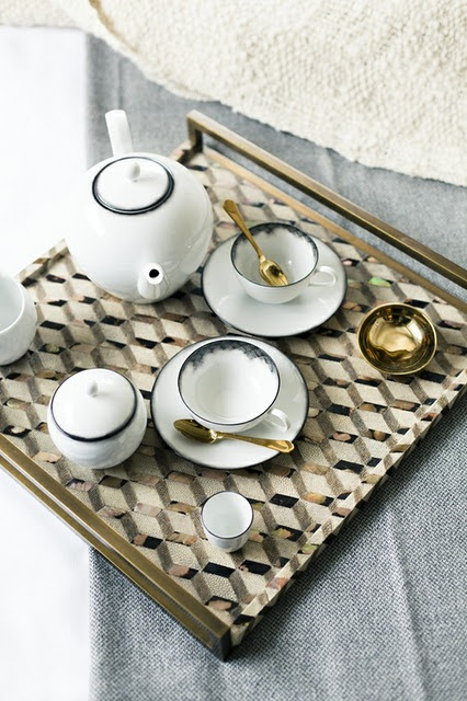 love this tea set & tray