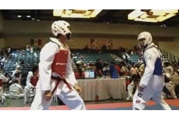 Taekwondo Knockouts KO 跆拳道一秒KO--【笑到噴淚、四格漫畫、humor、funny、趣味-討論區-funny.baibai.com.tw 】