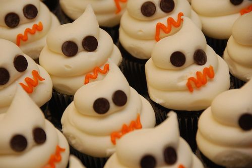 ghost frostingBoos Cupcakes, Holiday Halloween, Halloween Samhain Food, Cupcakes Shops, Ghosts Cupcakes, Cupcakes So, Call Cupcakes, Halloween Treats, Happy Halloween