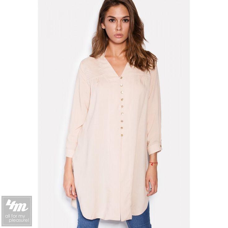 Блуза Cardo «VIA» Для выбора цвета и размера - перейдите в интернет-магазин: http://lnk.al/2zrf Состав: Вискоза - 60%, Хлопок - 40% (штапель) Размер: XS(42) S(44)  M(46)  Черная длинная рубашка входит в гардероб тех девушек, которые знают толк в стиле и комфорте. Рубашка выполнена из штапеля и застегивается спереди маленькими пуговками. Укороченные рукава застегиваются аналогичными пуговками, расположенными на манжетах. Подол рубашки округлый, с глубокими разрезами по бокам.  На модели 44…