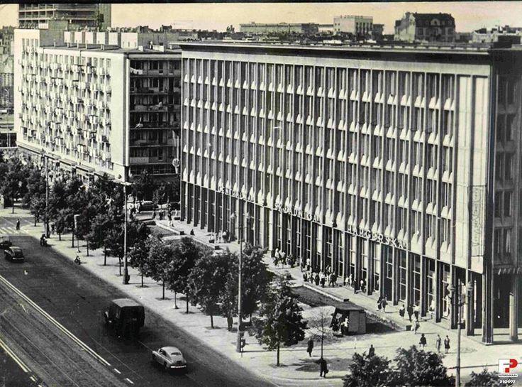 Składnica Harcerska na Marszałkowskiej, 1966. Znaleziono na Fotopolska.eu