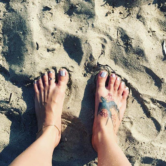 Песочек))) с инетом тут туго поэтому фоток мало ;) всем привет из солнечной Греции))) #босая #босиком #босоножки #ножки #ножкимои #ногифото #фетиш #фотоног #футфетиш #foot #feetlovers #footqueen #footgoddess #feet #sexyfeet #sexytoes #sexyfeet #лето #босикомпотравке #вбосоножках #лапули #стопа #ступни #пяточки #пальчикиног #путешествиеног #педикюр