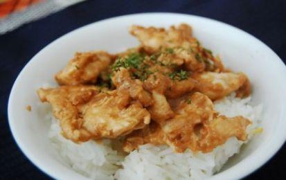 Pollo allo zenzero - Oggi vediamo una delle favolose ricette dei Menù di Benedetta: vediamo insieme come preparare un ottimo pollo allo zenzero, un secondo esotico e saporito.