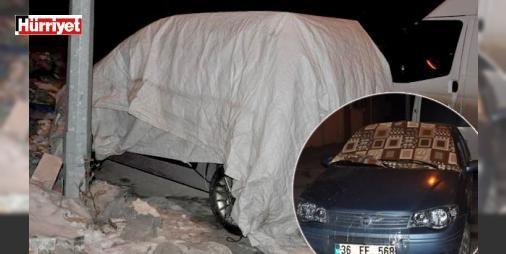 Kars donuyor : Sibirya soğuklarının etkili olduğu Karsta çok sayıda araç dondu. Bazı vatandaşlar ise soğuktan korumak istedikleri araçlarının üzerine kilim halı ve battaniye örttü. Bir işyeri sahibi ise işyerinin camımın buz tutmaması için camlara dışarıdan çadır çekti.  http://www.haberdex.com/turkiye/Kars-donuyor/112338?kaynak=feed #Türkiye   #işyeri #Kars #örttü #battaniye #halı