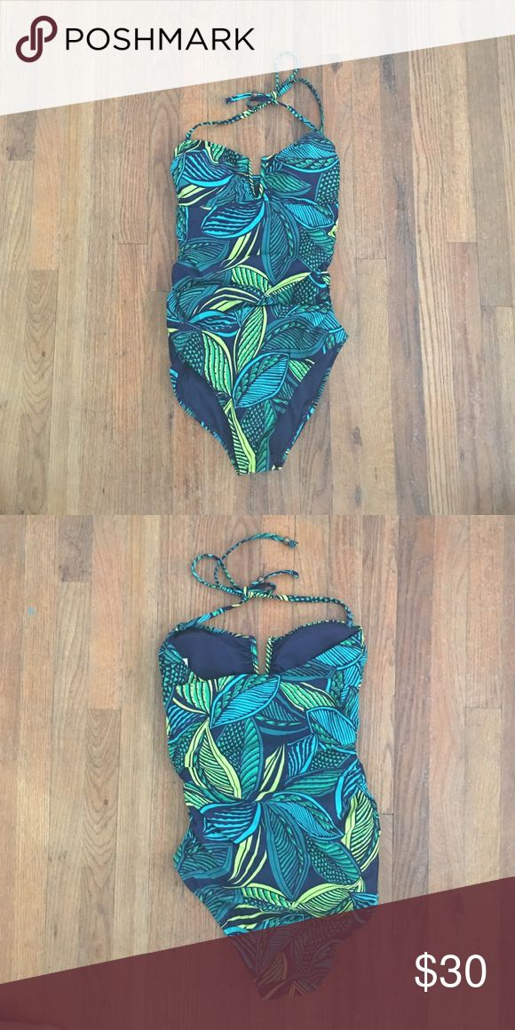 Old navy one piece Worn twice. Fits comfortably. Detachable straps. True to size. No tears or fading Old Navy Swim One Pieces