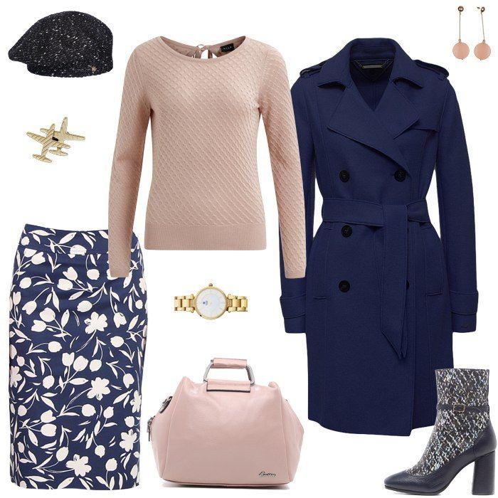 Синее платье, синее пальто, бежевая сумка, черные ботильоны