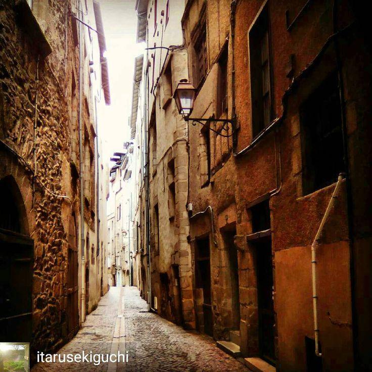 👍@itarusekiguchi #tulle #tulleencorreze #street #correze #zecorreze #igerslimousin #limousin #patrimoine #medieval #jaimelafrance #architecture #visitlafrance #vscocam #nouvelleaquitaine #france #igfrance #follow4follow #like4like