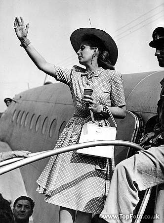 Eva Peron leaves Milan, Italy. The Rainbow Tour 1947.