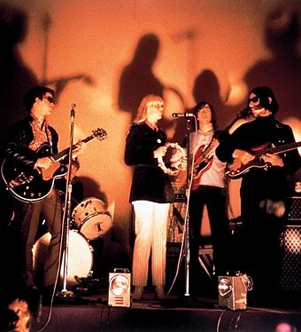 velvet underground – The band at the Factory.