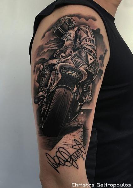 Schulter Realistische Motorrad Tattoo von El Loco Tattoo Lounge                                                                                                                                                                                 Mehr