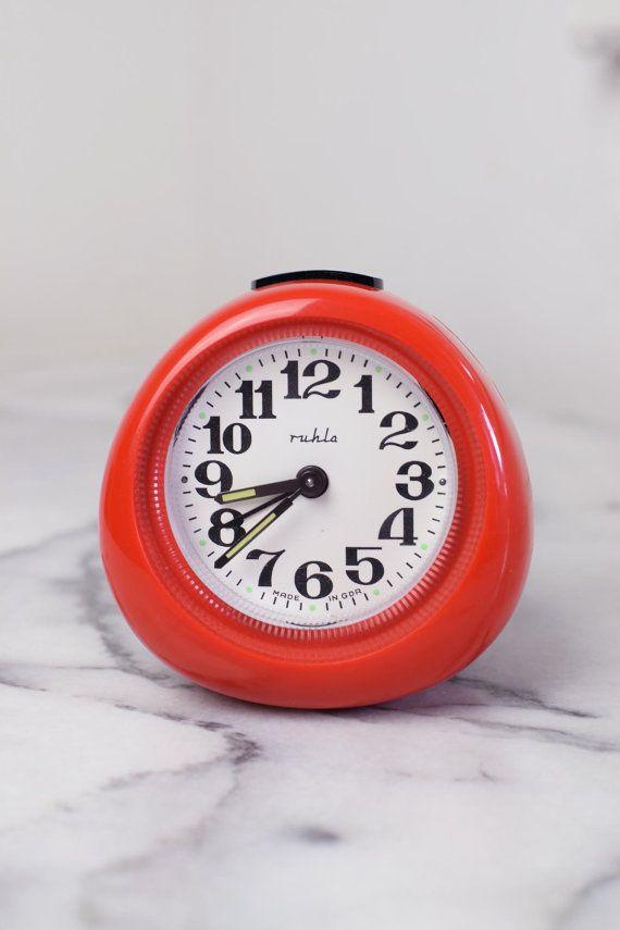 retro 1970s wind up alarm clock funky vintage alarm by retroberlin vintage table clocks. Black Bedroom Furniture Sets. Home Design Ideas