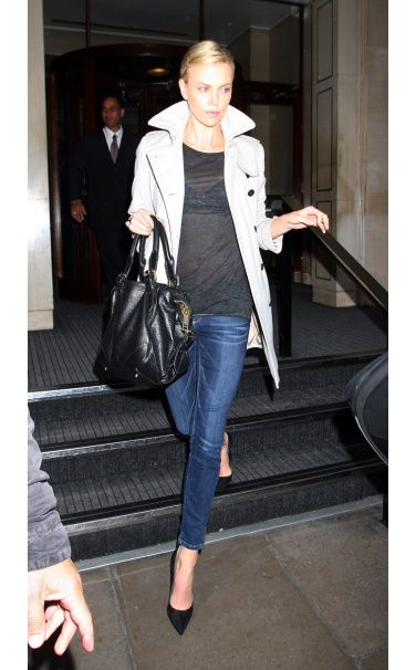 Love.  So classic.Alexander Mcqueen, Charlize Theron, Fashion, Skinny Jeans, Style, Classic Trench, Charlizetheron, Casual Looks, Trench Coats