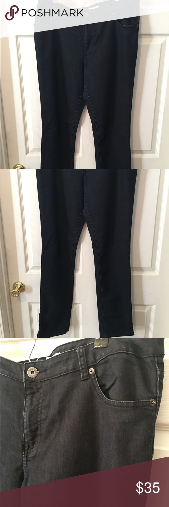 "French Connection Skinny jeans!💙👖 Beautiful & super condition French Connection skinny jeans! Great dark color & zipper feature at ankles. 31"" inseam. 62% cotton, 20% elasterell, 18% polyester. 🎀 French Connection Jeans Skinny"