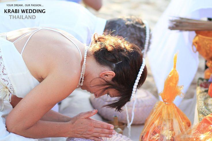 The traditional Thai wedding ceremony was a vivid and culturally rich celebration. #love #krabi #wedding #samui #honeymoon #couple #photo #thailand#aonang #destinationweddingphotographer #weddingphotographer#krabiweddingphotographer #krabiphotographer #thaiweddingphotographer#thailandwedddingphotographer #samuiphotographer Contact Us: +66 (0)8 7387 8388 krabiweddingthailand.com