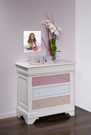 Commode 4 tiroirs Caroline  en Merisier Massif de style Louis Philippe Gris Perle et tiroirs de couleurs , meuble en Merisier massif