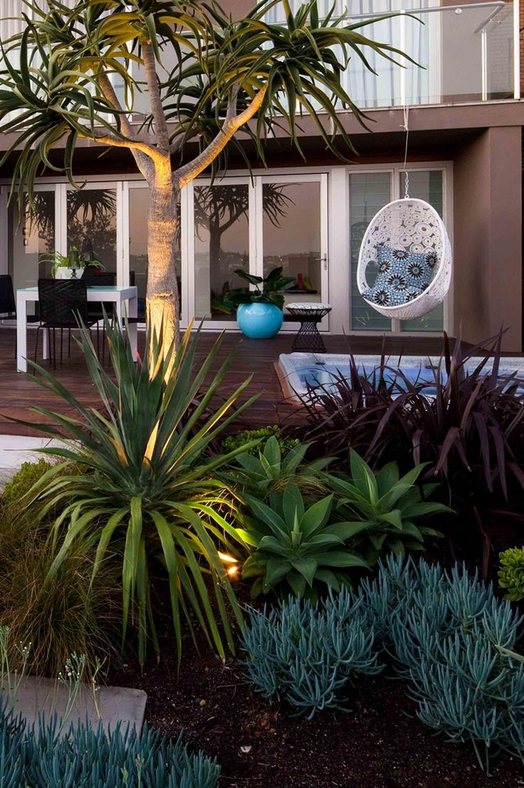 Beachside garden: ideas for luxe outdoor living. Photography by Jason Busch.