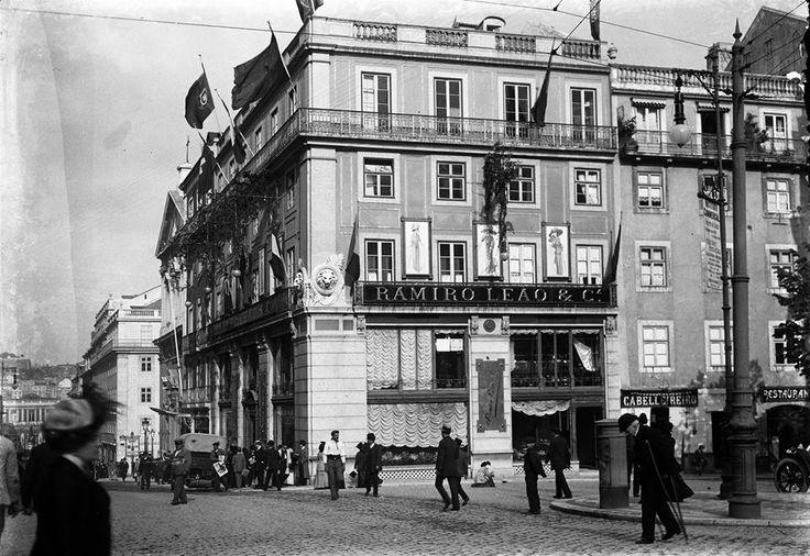 Rua Garrett, Armazéns Ramiro Leão & Cª, edifício construido em 1891. Início…