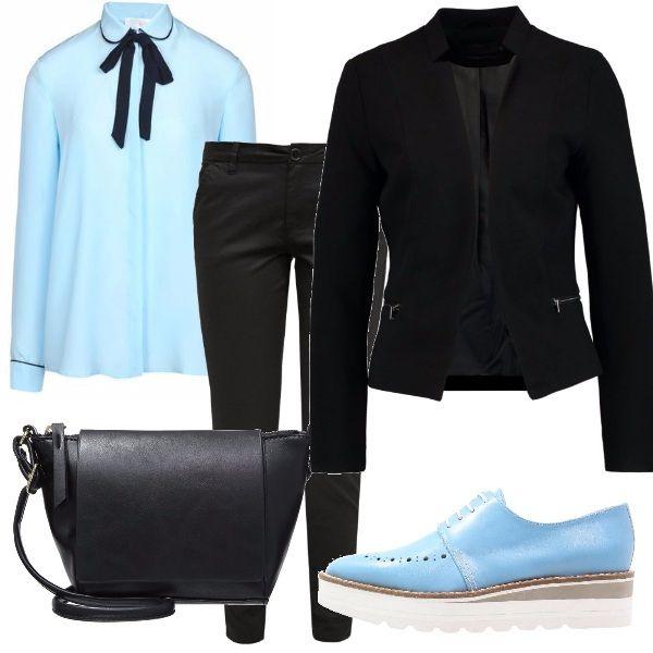 Per questo outfit vi propongo: camicia color cielo con fiocco nero, pantaloni chino nero, blazer nero, stringate della stessa tonalità della camicia e tracollina in fintapelle nera.